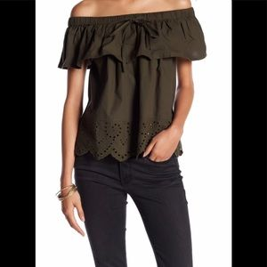 NWT Romeo & Juliet Couture off shoulder eyelet top